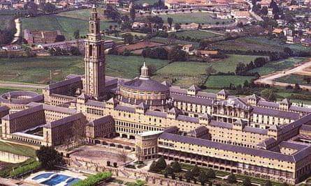 Moya's Gijón University building.