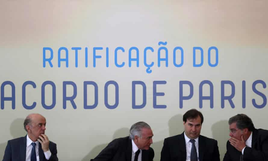 Brazilian president, Michel Temer (second left), and ministers ratify the Paris agreement on climate change.