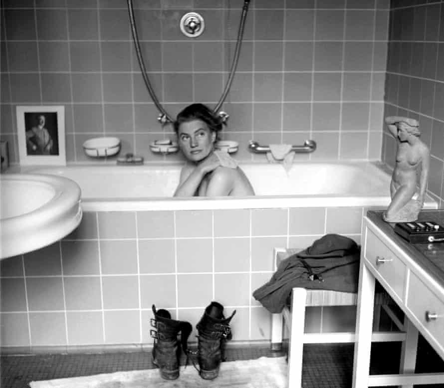 lee miller in bathtub