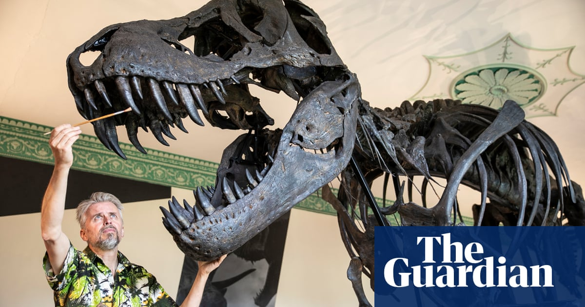 �Real� T rex goes on show in England for first time in over a century