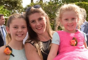 Rebecca Wilkie mit den Töchtern Caytlyn (14) und Emily (8).