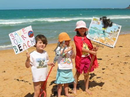 Kids at the Collaroy Narrabeen 'No to Seawall' protest in 2002