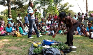 The community nutrition group in Bandundu province, DRC, demonstrate healthy eating practices to a people from Masi Manimba, as part of a project supported by DfID.