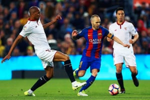 Andrés Iniesta orchestrating affairs against Sevilla.