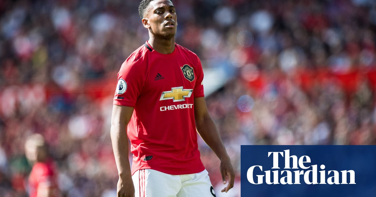 Anthony Martial injury scare puts Alexis Sánchez's Inter loan move in doubt