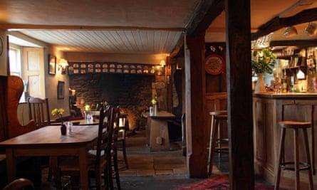 Kings-Head-Bledington-bar