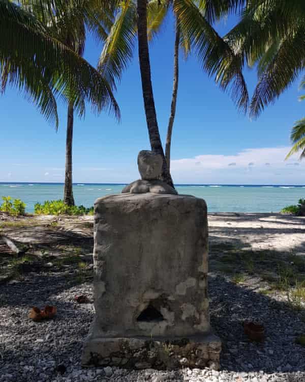 Nei Naantekimam - the north-facing statue, representing one of the four female spirits of Marakei.
