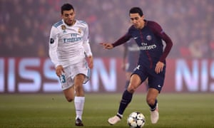 Chelsea-target Mateo Kovacic (L) of Real Madrid closes down PSG's Ángel Di María.