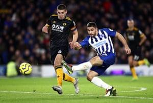 Maupay ghi bàn gỡ hòa cho Brighton.