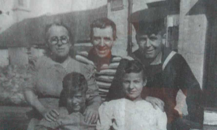 Thomas Causer with his family before boarding HMS Grenade
