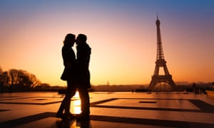 Couple kissing with the Eiffel Tower in the background
