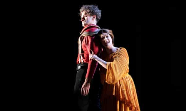 William Towers as Amadigi and Harriet Eyley as Oriana.