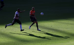 Sheffield United's Leon Clarke and Swansea City's Mike van der Hoorn challenge for the ball.