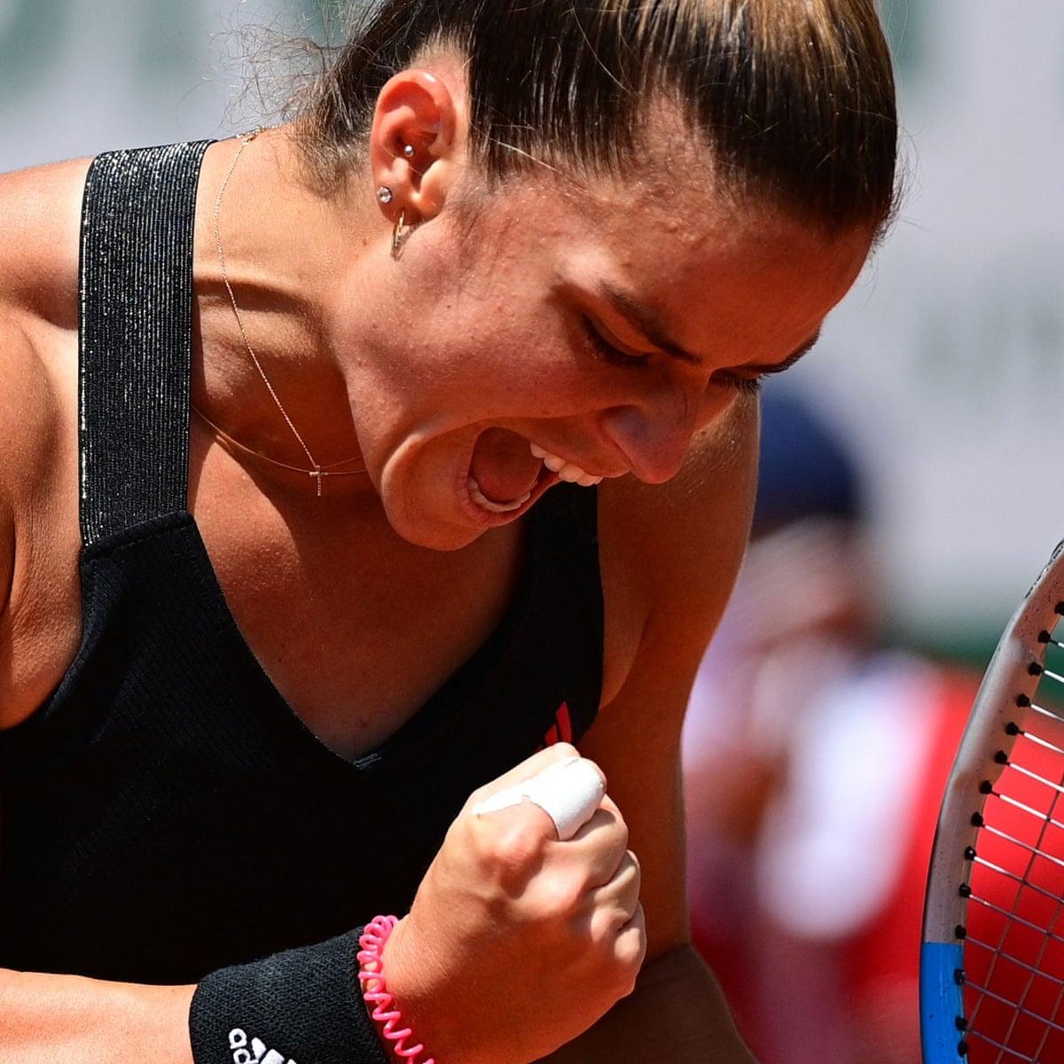 Maria Sakkari stuns French Open defending champion Iga Swiatek | French  Open 2021