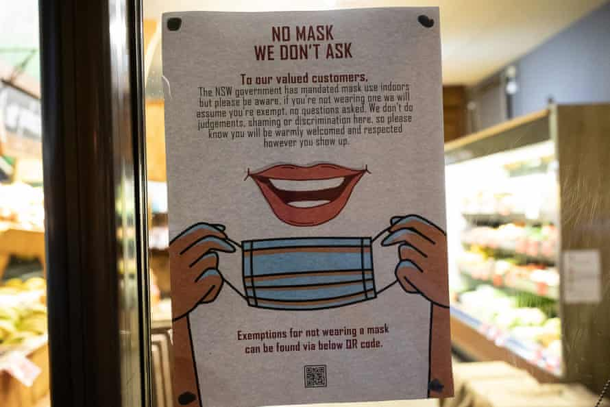 A sign at Edens Landing in Mullumbimby telling customers they are free to enter without a mask.