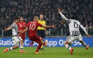 Robben shoots past Barzagli to score Bayern's second goal.