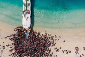 People crowd the beach as they wait to be evacuated from Gili Trawangan island to neighbouring Lombok island a day after a 6.9 magnitude earthquake struck the area.