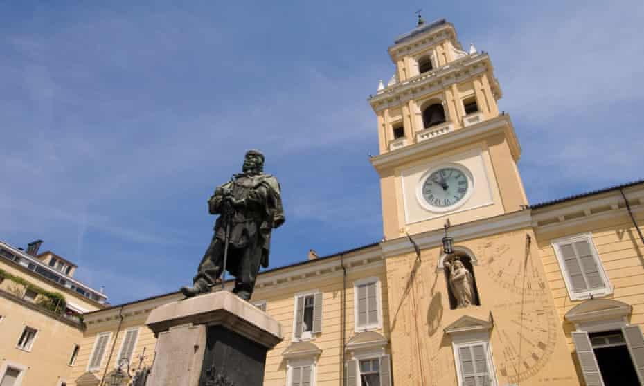 The statue of Garibaldi in Parma's main square.