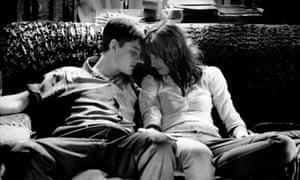 Sam Riley y su z Futura esposa Alexandra Maria Lara en Control (2007).