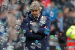 West Ham manager Manuel Pellegrini looks dejected during the finall minutes of the game.