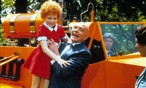 Aileen Quinn and Albert Finney in Annie, 1982