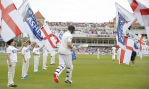 Joe Root skips his way to crease for the beginning of play