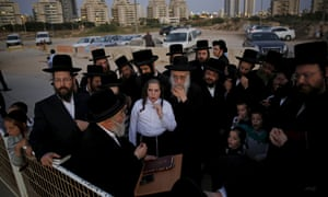 A rabbi leads worshippers in Ashdod