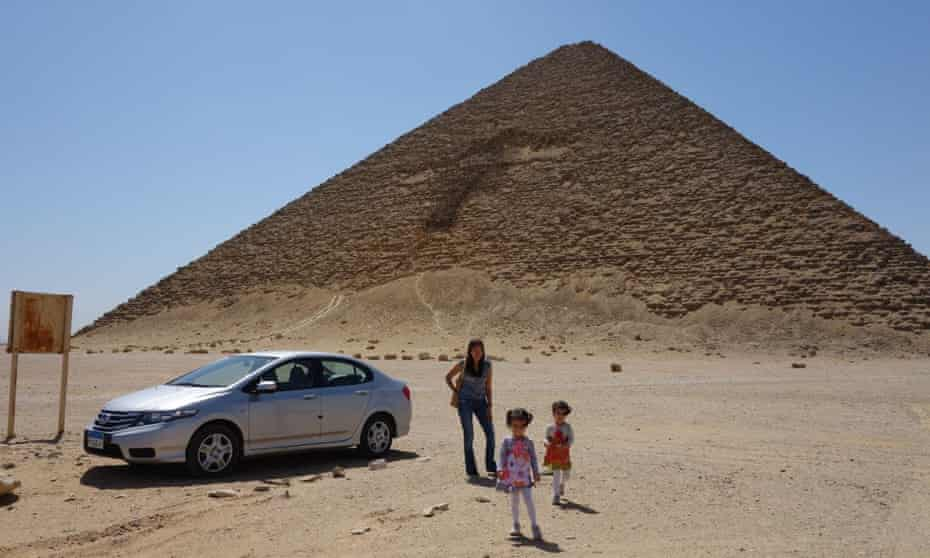 Parking at the foot of the Red Pyramid.