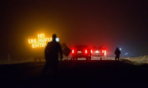 Three SUVs proceed through the roadblock near Burns, Oregon, as FBI agents surround the remaining four occupiers at the Malheur national wildlife refuge.