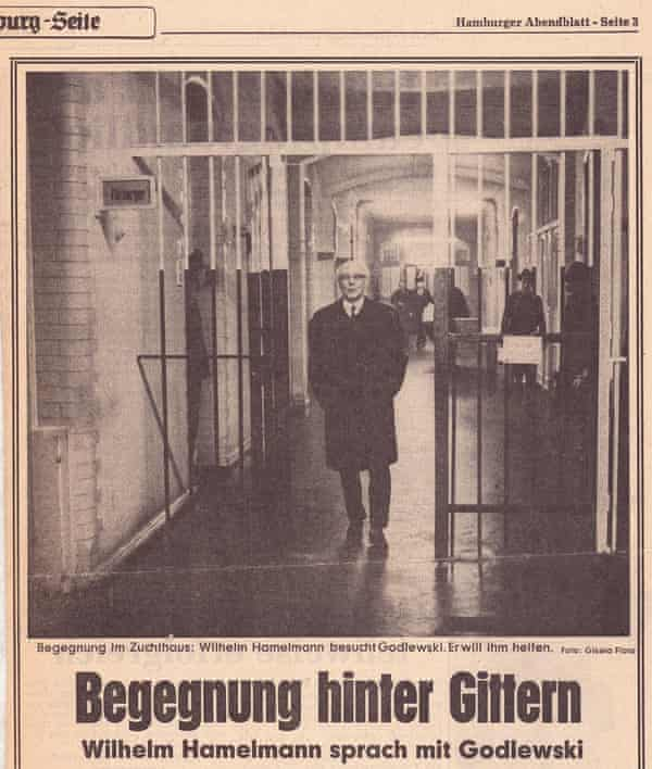 Article published in Hamburger Abendblatt, 1967, showing Wilhelm Hamelmann visiting prisoners who were part of the robbery in 1945 in which 12 members of his family were murdered