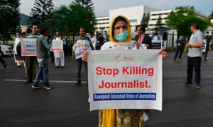 Journalists protests against the killing of journalists in Pakistan to mark World Press Freedom Day in Islamabad on 3 May 2020.