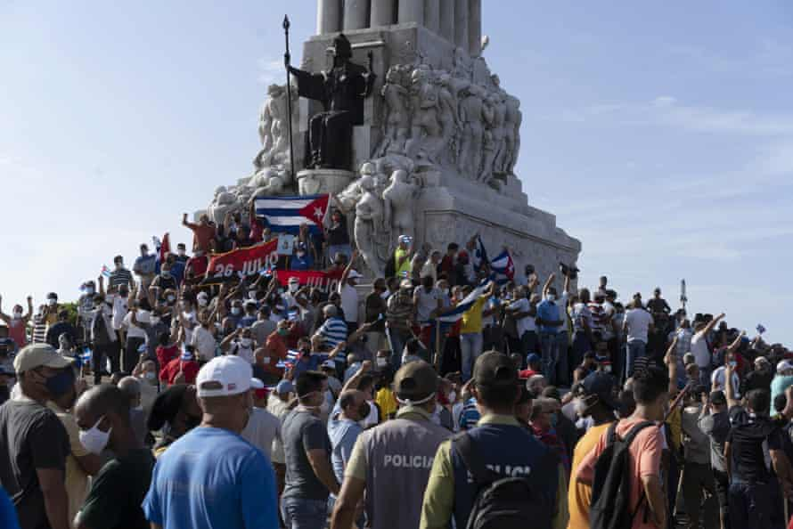 Anti-government protesters gather at the Máximo Gómez monument in Havana on Sunday.