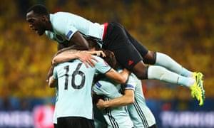 Romelu Lukaku of Belgium celebrates the goal scored by Radja Nainggolan.