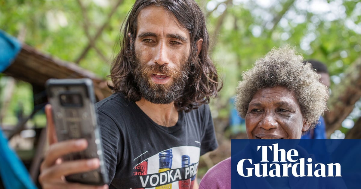 Behrouz Boochani wins $25,000 National Biography award – and accepts via WhatsApp from Manus