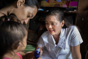 Midwife Grace Chelo Amarez with patients Jessica, 24, 2 year-old Trista, 6 year-old Zaira and 3 year-old Vanessa in a deprived area of Malabon City, Metro Manila, the Philippines.