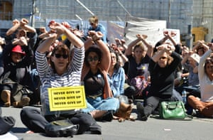 Protesters hold a rally in Melbourne to urge the Australian government to end the refugee crisis on Manus Island.