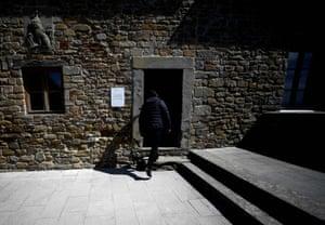 A visitor enters Leonardo's former home