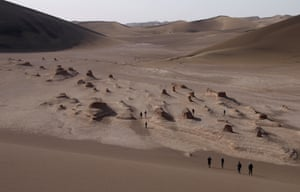 Remnants of fossilised dune fields west of the Star Dunes.