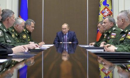 Vladimir Putin and defence chiefs.