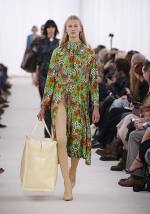 The jumbo bag on the Balenciaga catwalk.
