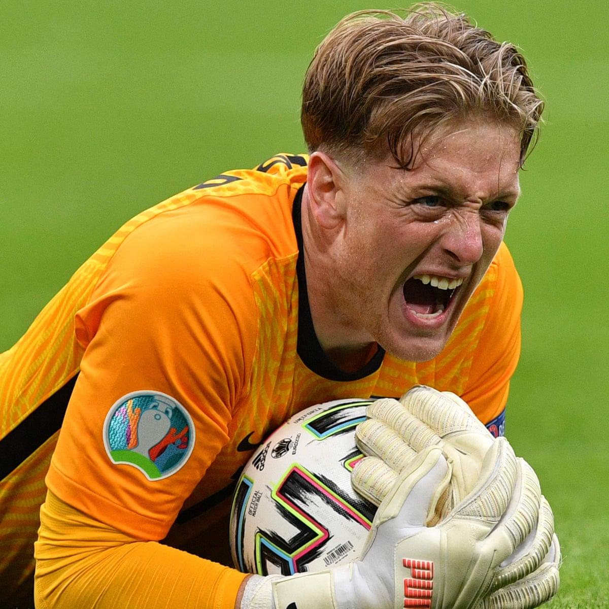Jordan Pickford, England's ultimate tournament animal, has come to play |  England | The Guardian