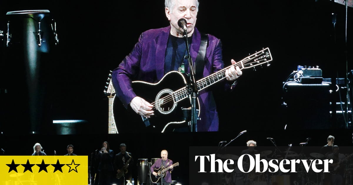Paul Simon Review A Poet And His 15 Man Band Music The Guardian