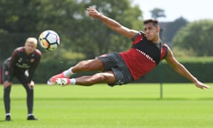 Arsene Wenger watches Alexis Sánchez train, and the Arsenal manager has reiterated the Chilean will not be sold in this transfer window.
