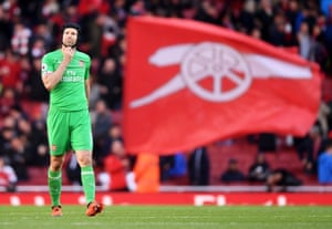 Petr Cech had a great game helping Arsenal beat Everton 2-0.