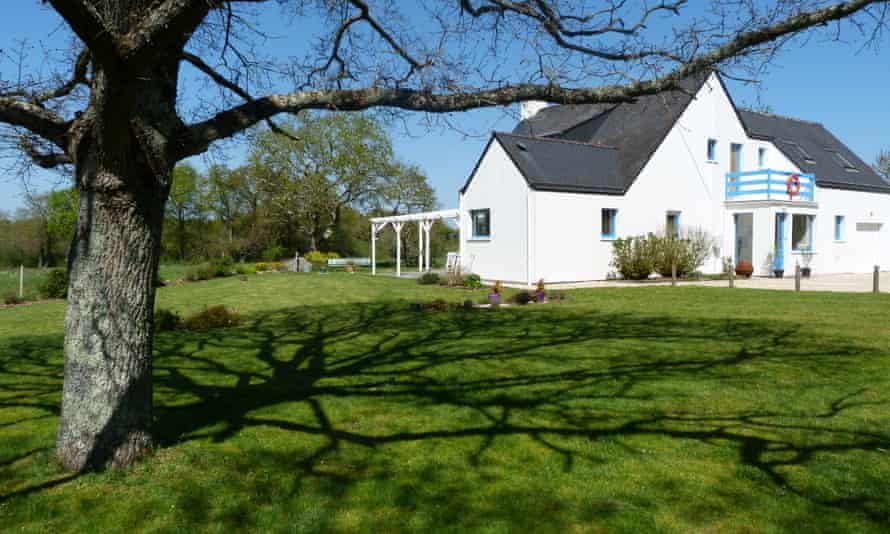 Mon Escale en Morbihan, Brittany, France view of house from garden