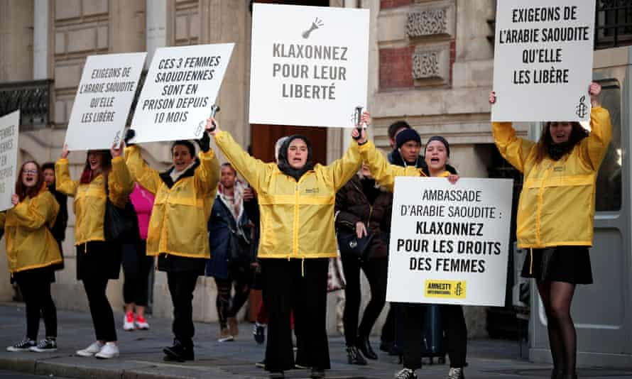 Demonstrators from Amnesty protest outside the Saudi Arabian embassy in Paris to release the jailed female activists.