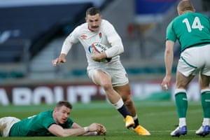 Jonny May evades Chris Farrell before going on to score.
