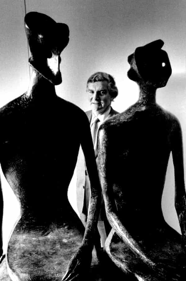 After leaving the Tate in 1988, Alan Bowness became director of the Henry Moore Foundation in Leeds.