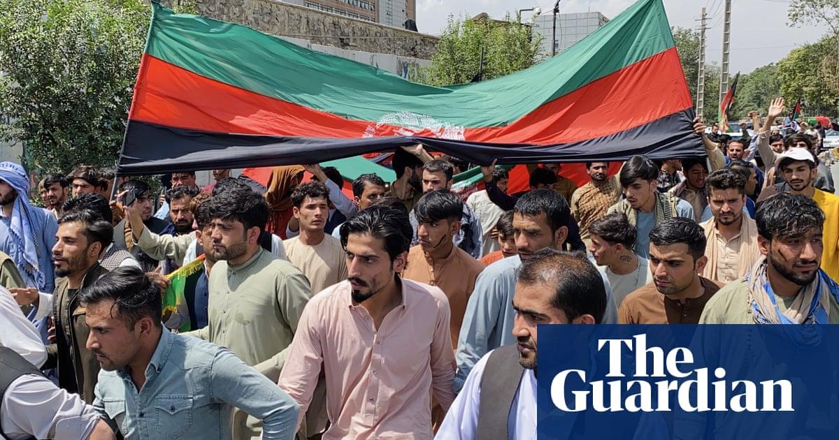 Several reported killed as Taliban shoot at crowds waving Afghan flag