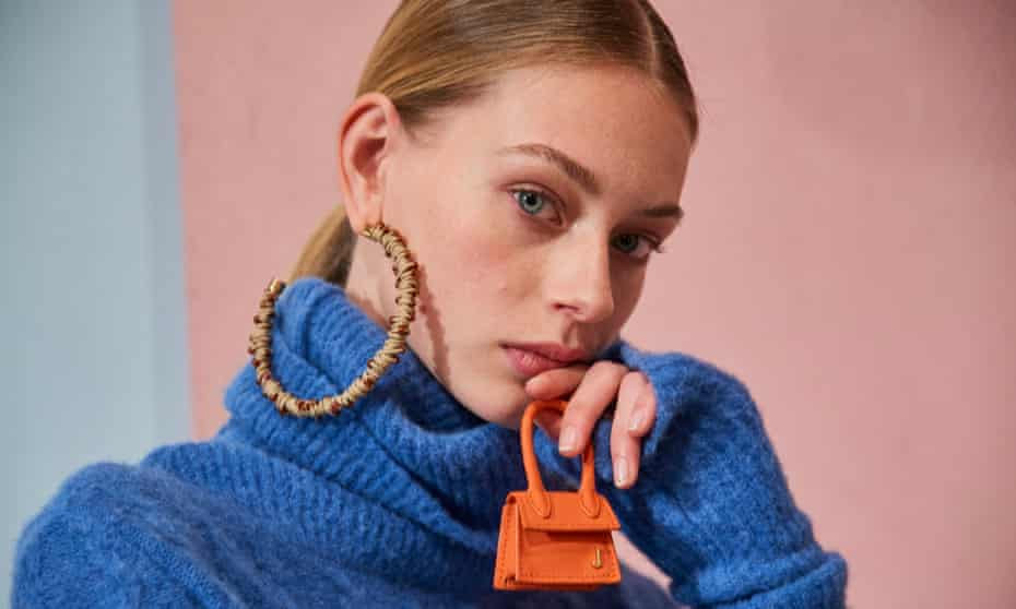 A model holding Jacquemus's micro bag, Le Petit Chiquito.
